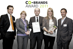 "Bei der Übergabe des ""Co-Brands Award 2011"" (v.l.): Veranstalter Nils Pickenpack, Managing Director connecting brands, Fressnapf-Marketing Managerin Miriam Bald, Marco Theuring, Leiter Nationales Marketing bei Fressnapf, Diana M. Dieckmann, Fremantle Licensing Germany GmbH, und Laudator Helmut van Rinsum, Stellvertretender Chefredakteur der Fachzeitschrift Werben & Verkaufen. Foto: Volker Boehm"